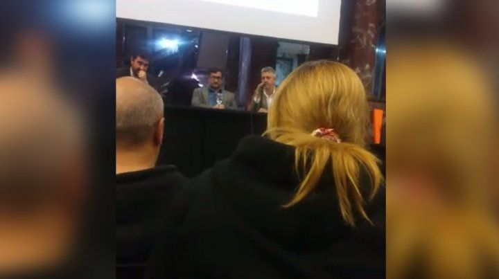 En imágenes. La expareja del Pájaro Cantero increpó a los periodistas en la presentación.