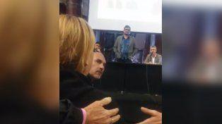 Cruce. Uno de los momentos de tensión entre la ex del Pájaro Cantero y los periodistas.