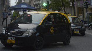 Proponen una original forma de viajar en taxi por Rosario y no tener que pagar