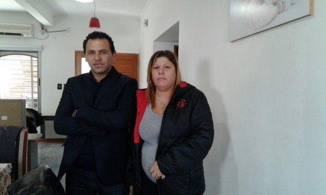 El abogado Fausto Yrure y Lorena Verdúm posaron para las fotos.