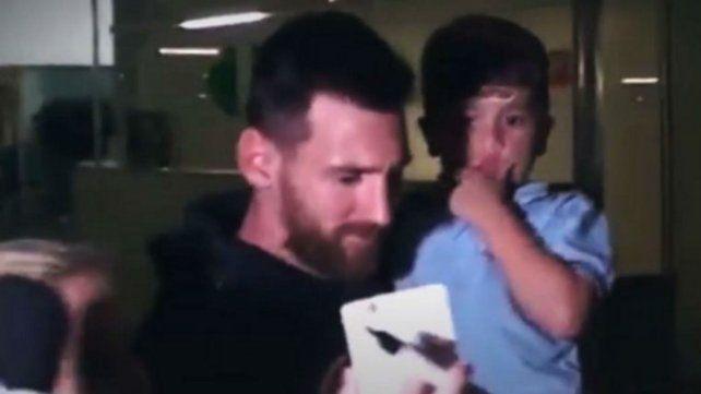 Lionel Messi llegó el miércoles al aeropuerto de Barcelona.