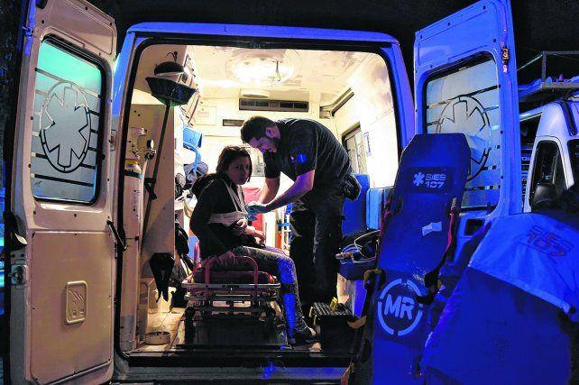 Cuidados. Los profesionales suelen pasar más tiempo arriba de las ambulancias que en sus casas. A veces el tiempo vuela