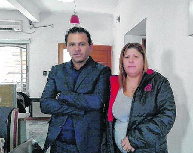 la viuda y el abogado. Fausto Yrure junto a la madre de los tres hijos del Pájaro Cantero.