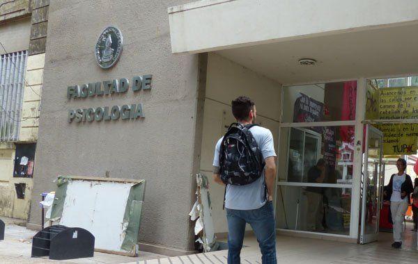 La denuncia fue presentada por los trabajadores del bar de la facultad que presenciaron la escena. (Foto de archivo)