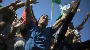 festejos. Los civiles en Gaza salieron a celebrar con fotos de Abbas.
