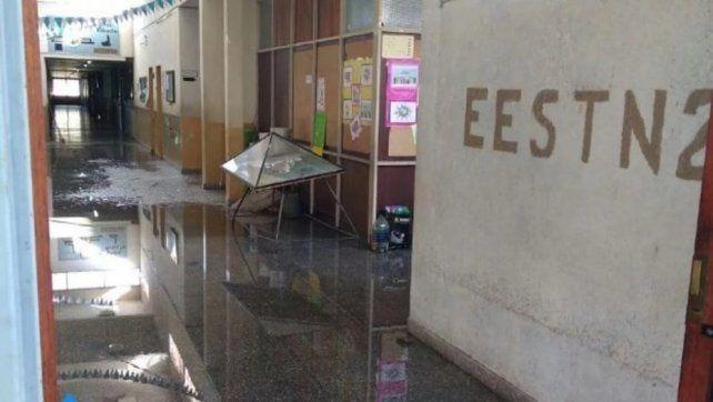 Tres chicos cometieron destrozos en una escuela y uno de ellos se jactó en Facebook