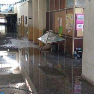 tres chicos cometieron destrozos en una escuela y uno de ellos se jacto en facebook