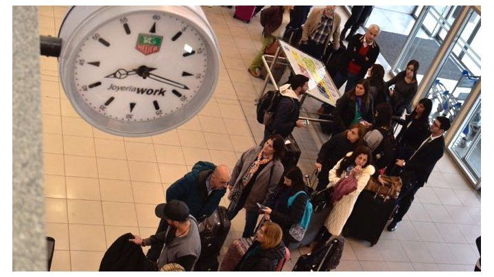 Los pasajeros esta mañana en el hall central de Fisherton.