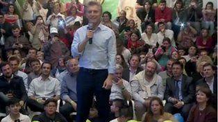 Denuncian que una de las personas que arrojó huevos al auto de Macri fue candidato por el PJ en las Paso