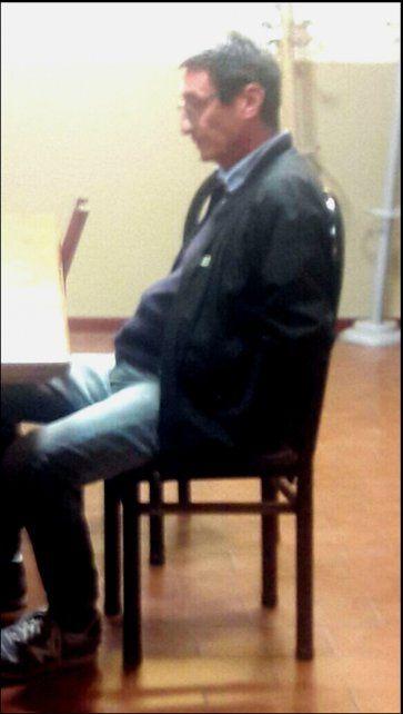 Esposado. Prina fue detenido por orden de un juez federal de La Pampa.