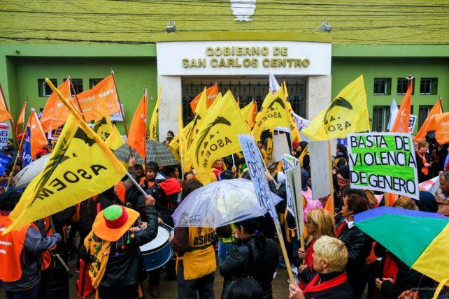 Movilizadas. Las mujeres se concentraron frente al municipio.