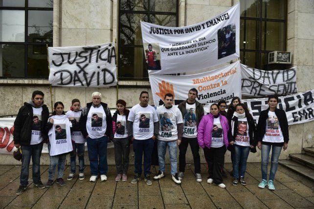 Familiares y amigos de Emanuel y David acompañaron la audiencia de ayer en Tribunales.