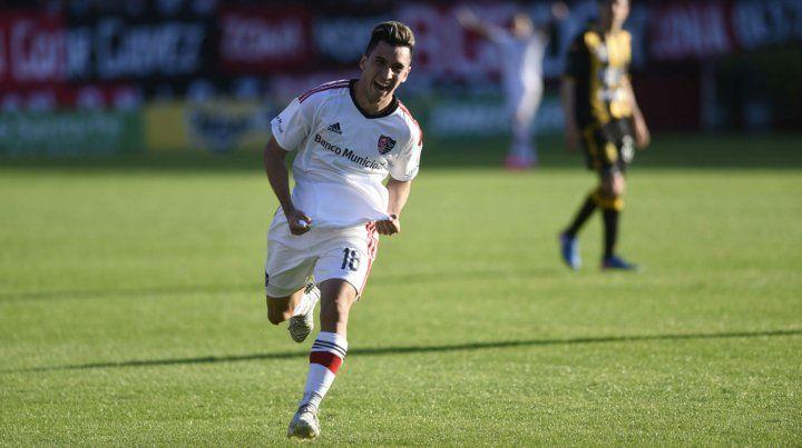 Joaquín Torres anotó un gol ante Olimpo. Es una de las gratas apariciones de la cantera.
