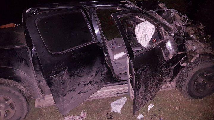 La camioneta Toyota en la que iban un hombre y su hijo de 23 años
