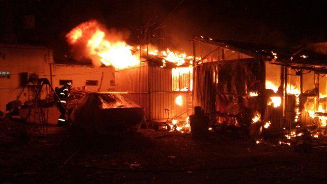 En llamas. Esta vez ardió un depósito ubicado a metros del galpón de Monticas.