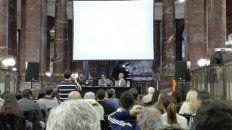 En el ECU. Un momento de la fallida presentación del libro sobre la banda de Los Monos.