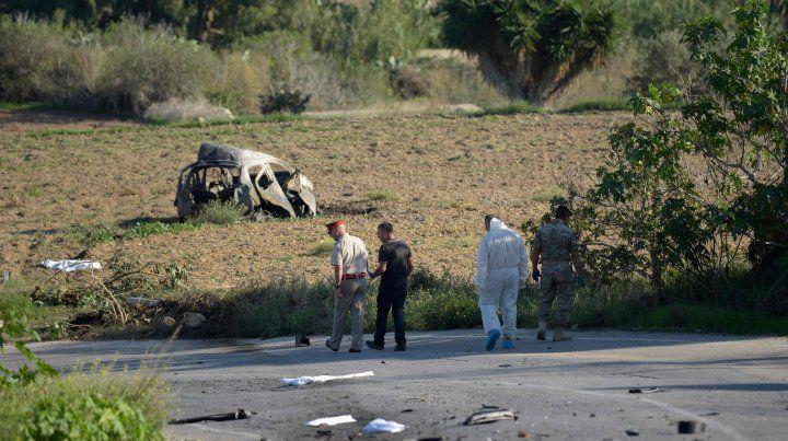 La imagen del Peugeot 106 destruido.