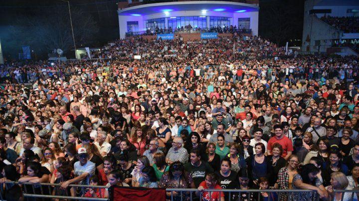 Unas 30 mil personas asistieron en el Hipódromo al recital gratuito de Los Nocheros.