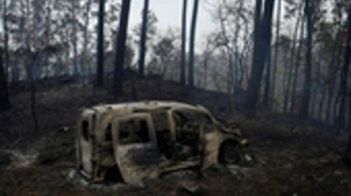 españa. El fuego mató a los dos ocupantes de este auto en Chandebrito.