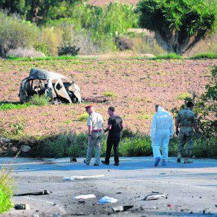 restos. El auto quedó destrozado y a varios metros de la ruta.
