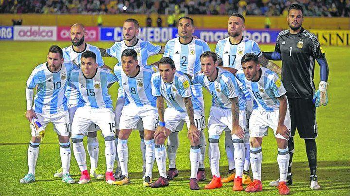 El equipo de la clasificación. Los once que arrancaron el último partido de las eliminatorias y vencieron 3-1 a Ecuador