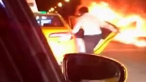 Chocó, abandonó el taxi que manejaba y dejó morir carbonizada a una amiga
