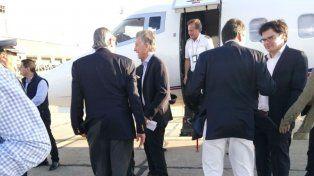 Macri llegó al aeropuerto de Fisherton a las 18.18 y se encaminó a Provincial.