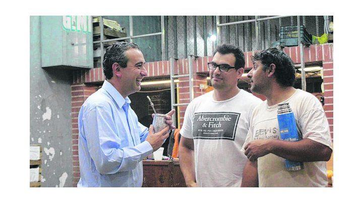 Mateando. Pablo Javkin visitó el Mercado de Productores.