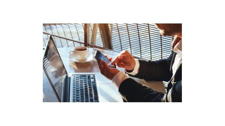 riesgos. Navegar conectado al Wifi domiciliario es como hacerlo en un bar de comidas rápidas.