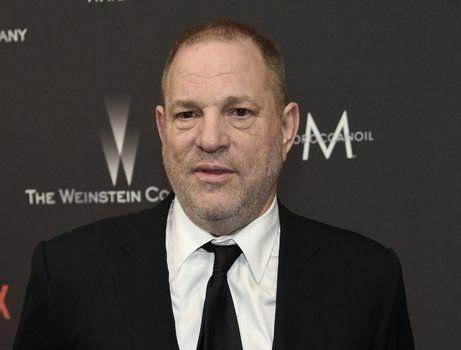 denunciado. Harvey Weinstein en la puerta de ingreso a su compañía.