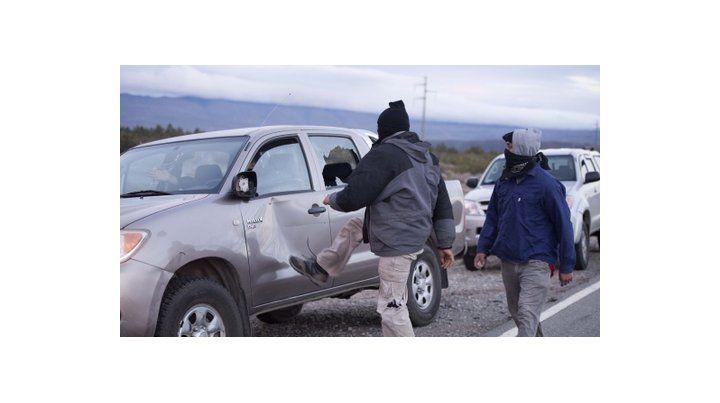 patadas. El vehículo en el que viajaba ayer el secretario de Derechos Humanos