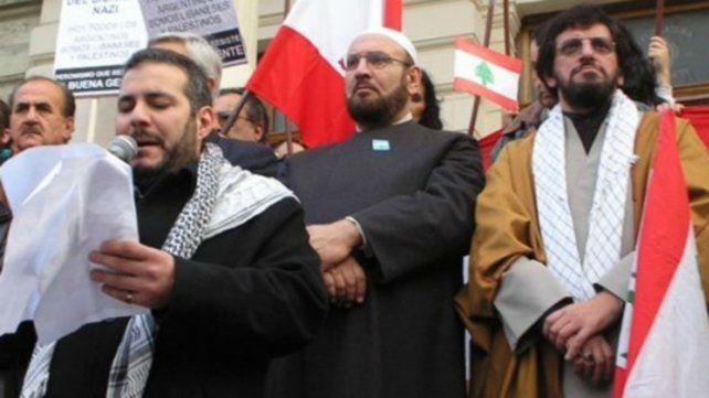 El dirigente islámico Jorge Yussuf Khalil hace uso de la palabra durante un acto.