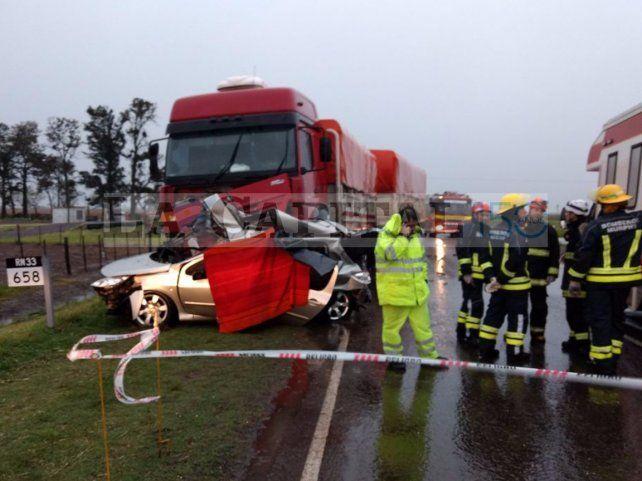 Las huellas del tremendo accidente en la ruta 33. (Fotos: Gentileza LT 29 de Venado Tuerto)