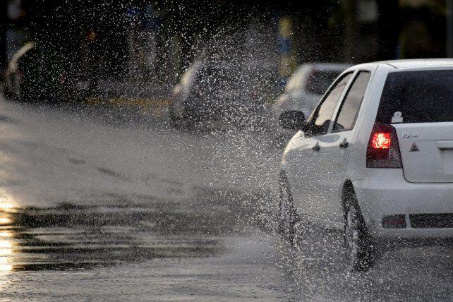 Llegó la tormenta, pero se mantiene el alerta en Rosario y la región por tormentas fuertes