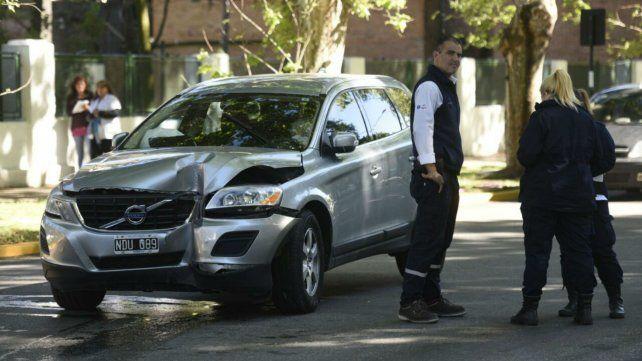 El Volvo quedó con importante golpe en la trompa. Fue en Avellaneda y 9 de Julio