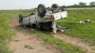 Se viralizaron fotos del Chaqueño Palavecino ayudando a las víctimas de un accidente en la ruta