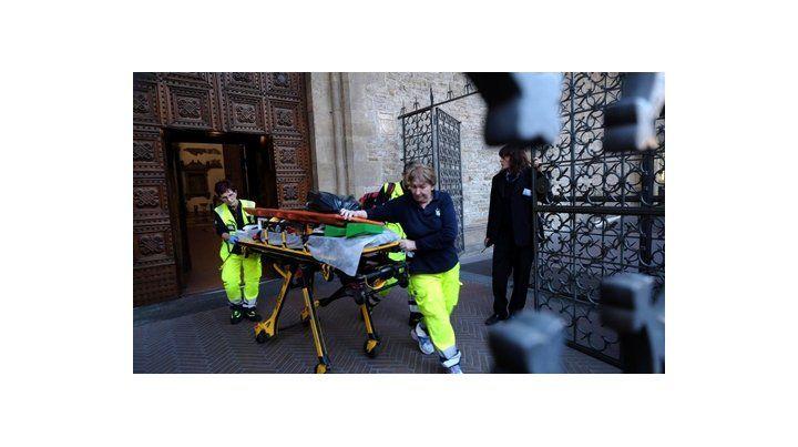 basílica santa croce. Los médicos retiran al turista español.