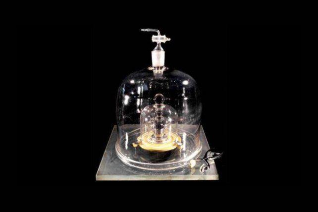 El actual prototipo internacional del kilogramo.