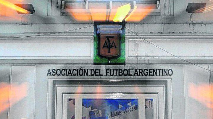 La AFA le quitaría tres puntos a  Newells por incumplimientos administrativos