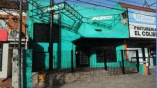 Según la policía, el boliche recibió varios impactos de bala.