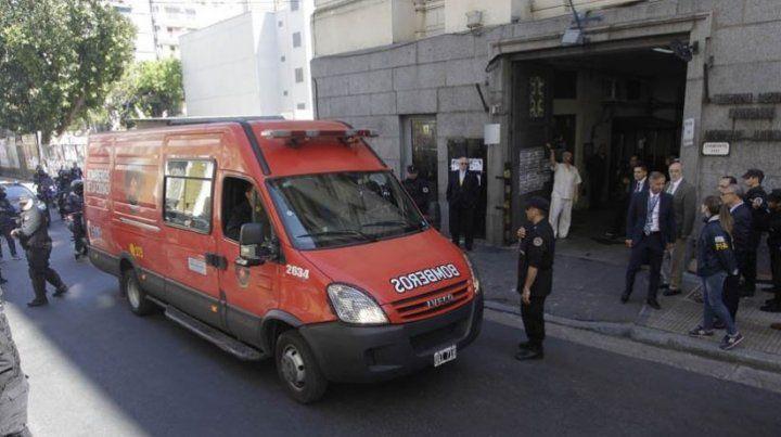 Dos cámaras filman la autopsia de la que participan 20 peritos y veedores de la familia Maldonado