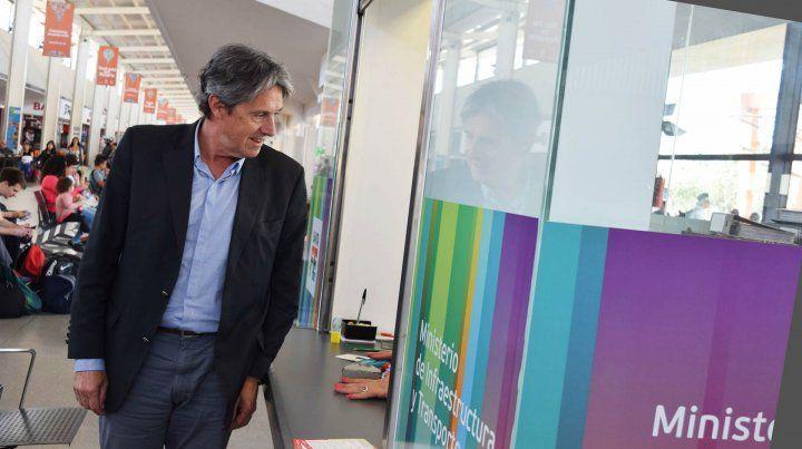 Garibay. El ministro estuvo en la oficina abierta en la Terminal de Rosario.