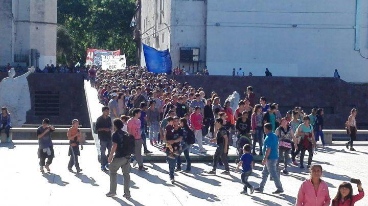 Justicia por Santiago, el grito que moviliza a los rosarinos en un Monumento repleto