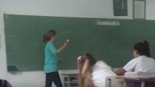 Una docente les dijo a sus alumnos que la homosexualidad es antinatural y una enfermedad