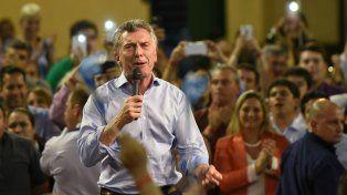 Confianza. Macri, el martes pasado, juntos a los candidatos de Cambiemos en Rosario y la provincia.