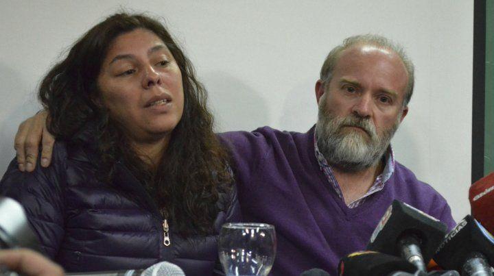 La familia Maldonado pasó ocho horas custodiando el cuerpo en el río Chubut porque no confiaba en las fuerzas de seguridad.
