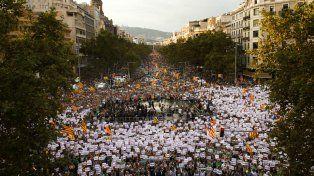 Resistencia. Casi medio millón de personas colmó las calles de Barcelona para protestar contra Rajoy y para pedir la libertad de los líderes secesionistas detenidos por sedición.