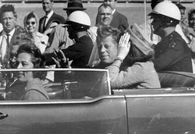1963. Kennedy y su esposa Jackie