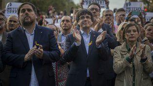 No ceden. Junqueras, Puigdemont y la presidenta parlamentaria Carme Forcadell, en la marcha soberanista.