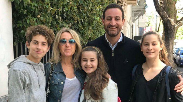 Sukerman fue a votar acompañado por su familia.